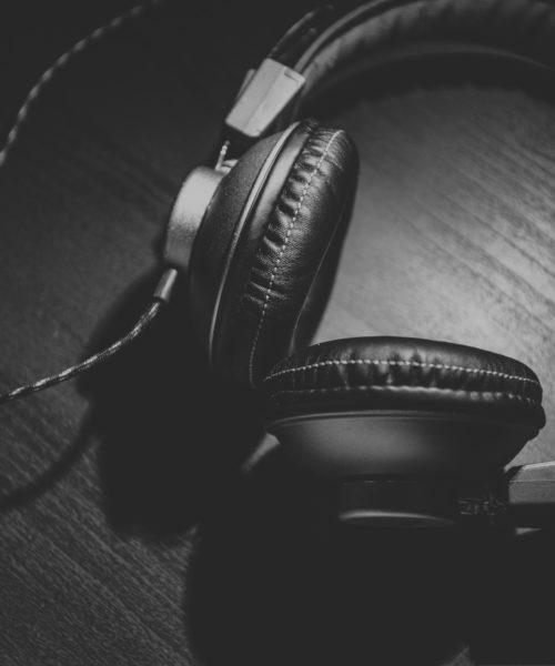 Kopfhörer Credit Corey Blaz Titelbild Podcast Empfehlung
