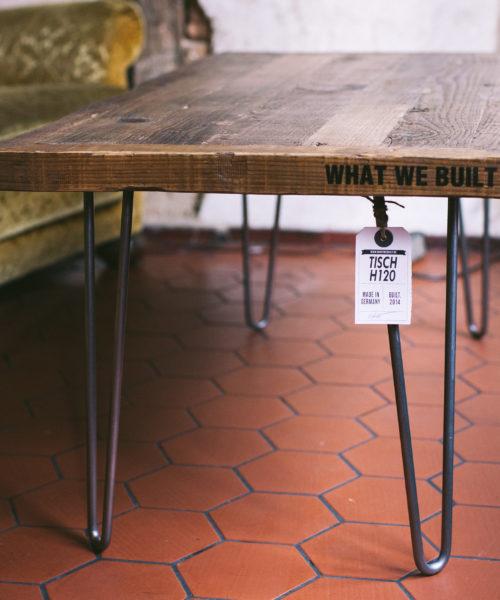 Tisch von What We Built als Dauerleihgabe im Hagestolz Mannheim